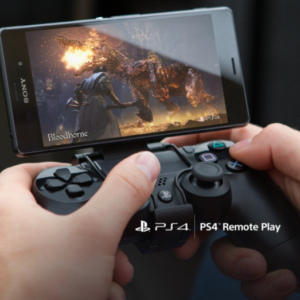 Smartfon Sony z dodatkowym kontrolerem PlayStation 4